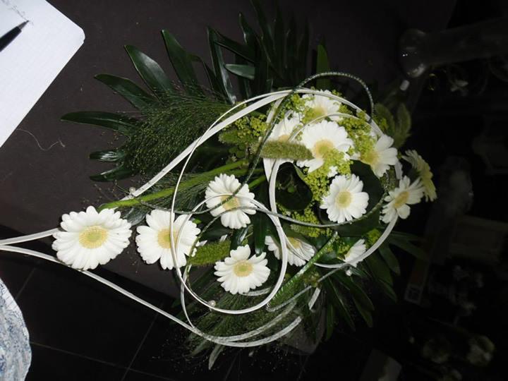 fleur mariage voiture. Black Bedroom Furniture Sets. Home Design Ideas